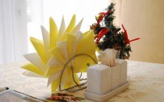 Как красиво сложить бумажные салфетки, или Яркие акценты праздника